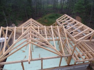 roof assembly of post and beam home under construction, post and beam home design, Timberhaven Log Homes, laminated, kiln dried, heavy timbers, log homes, log cabins, log cabin kits