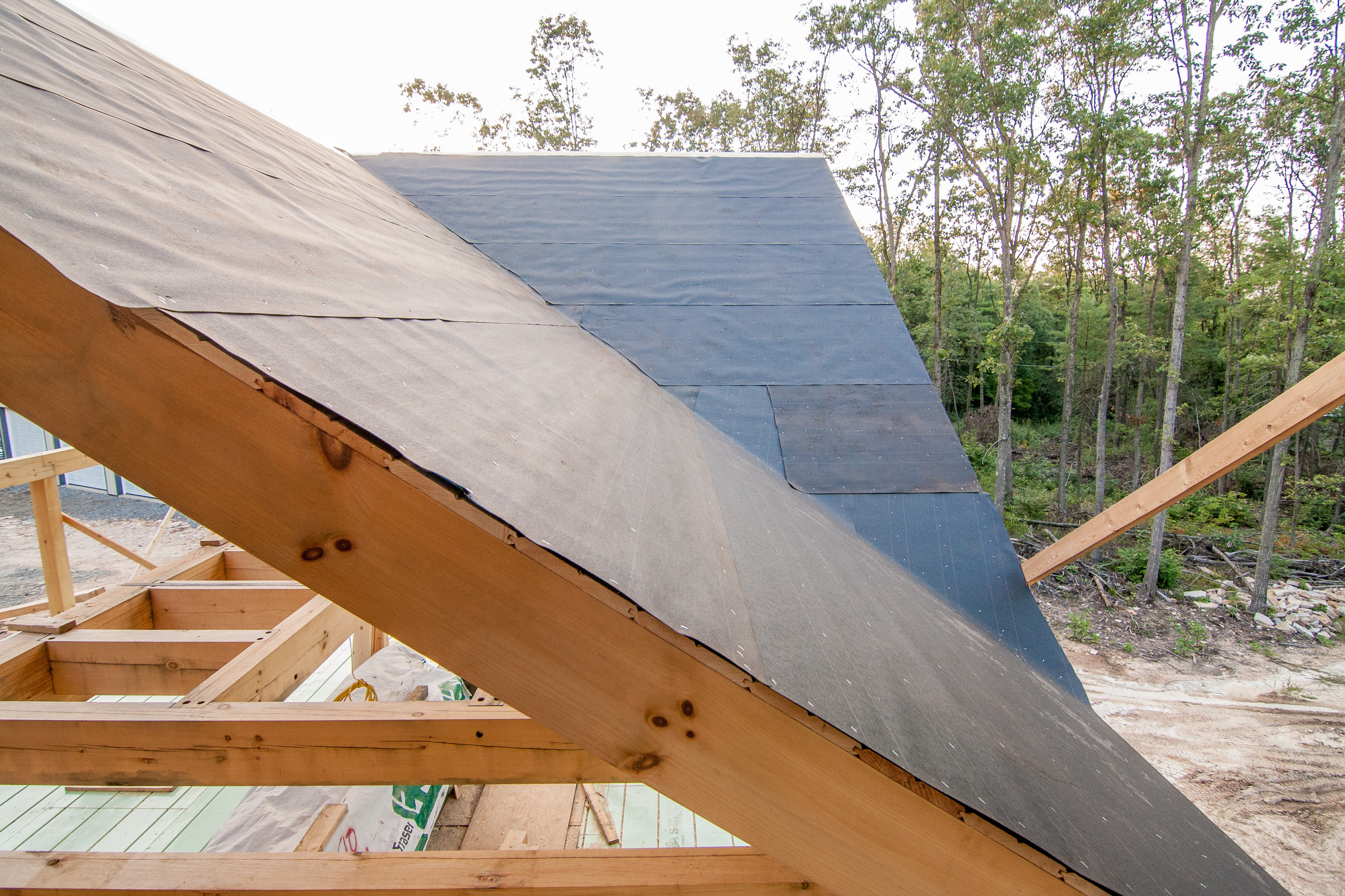 Ordinaire ... Log Home Felt Paper Covering Tongue And Groove On Ceiling Of Post And  Beam Roof, Post And