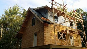 scaffolding used to finish shed dormer of log cabin, log cabin, log cabin homes, log homes, log cabin kits, Timberhaven, under construction, post and beam, laminated, kiln dried, PA manufacturer