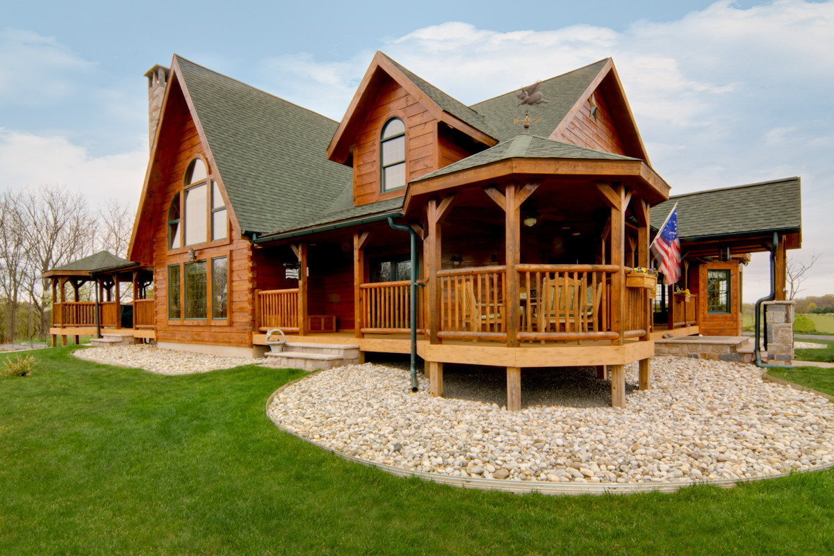Outdoor entertainment areas for your log home for 5 structural types of log homes